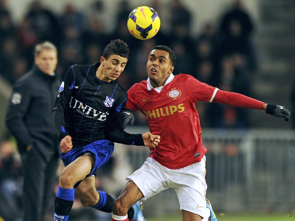 PSV 1-1 sc Heerenveen, Bilal Basacikoglu in actie Marco op de achtergrond